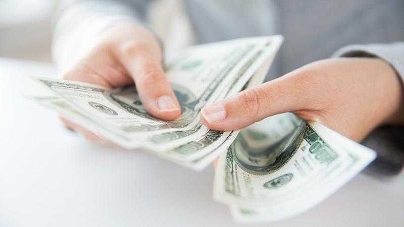 Считает деньги